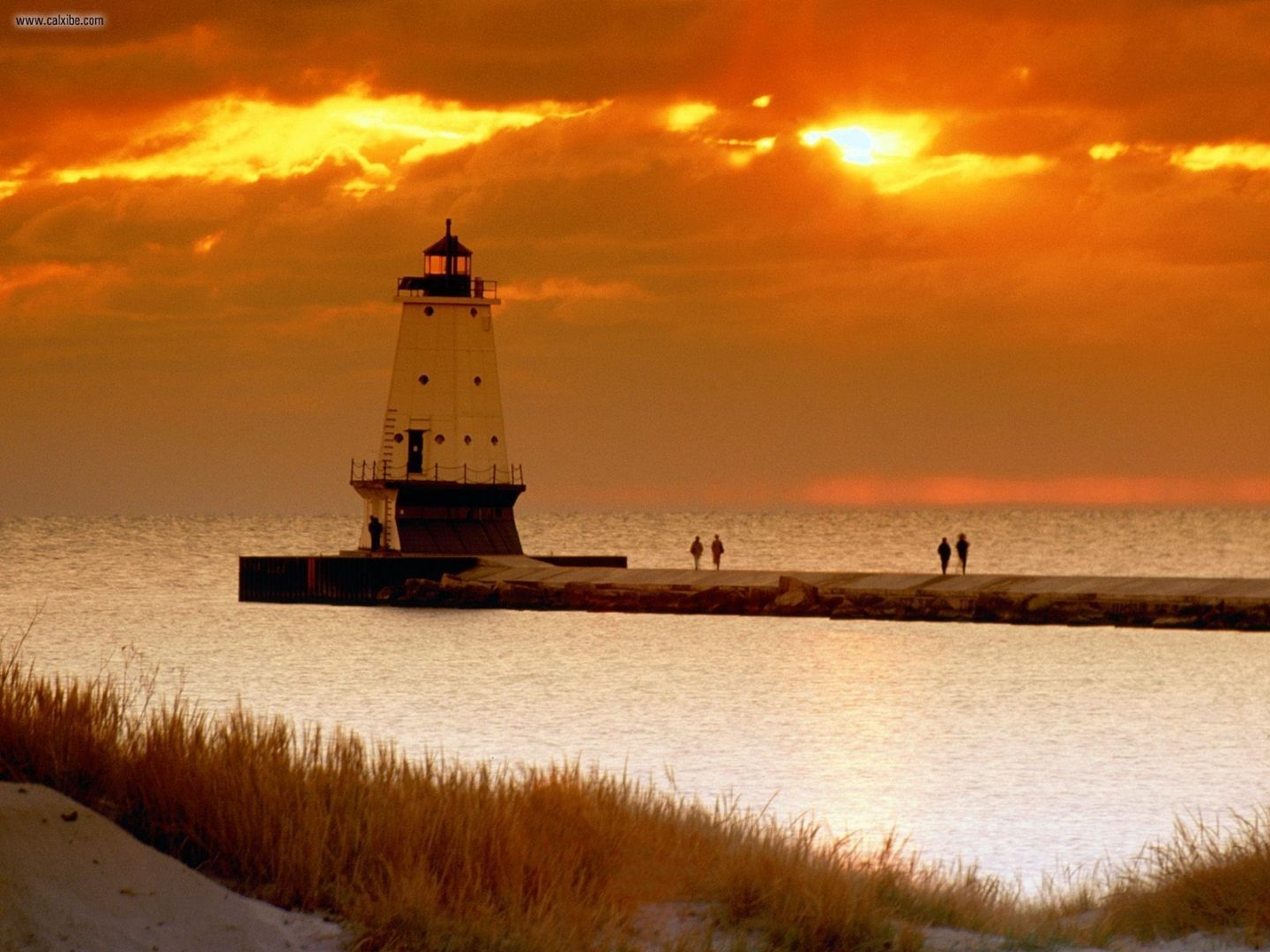 Ludington_North_Pierhead_Lighthouse_Michigan_1440x1080.jpg