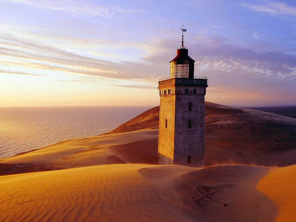 Lighthouse-on-the-Desert-Wallpaper1.jpg